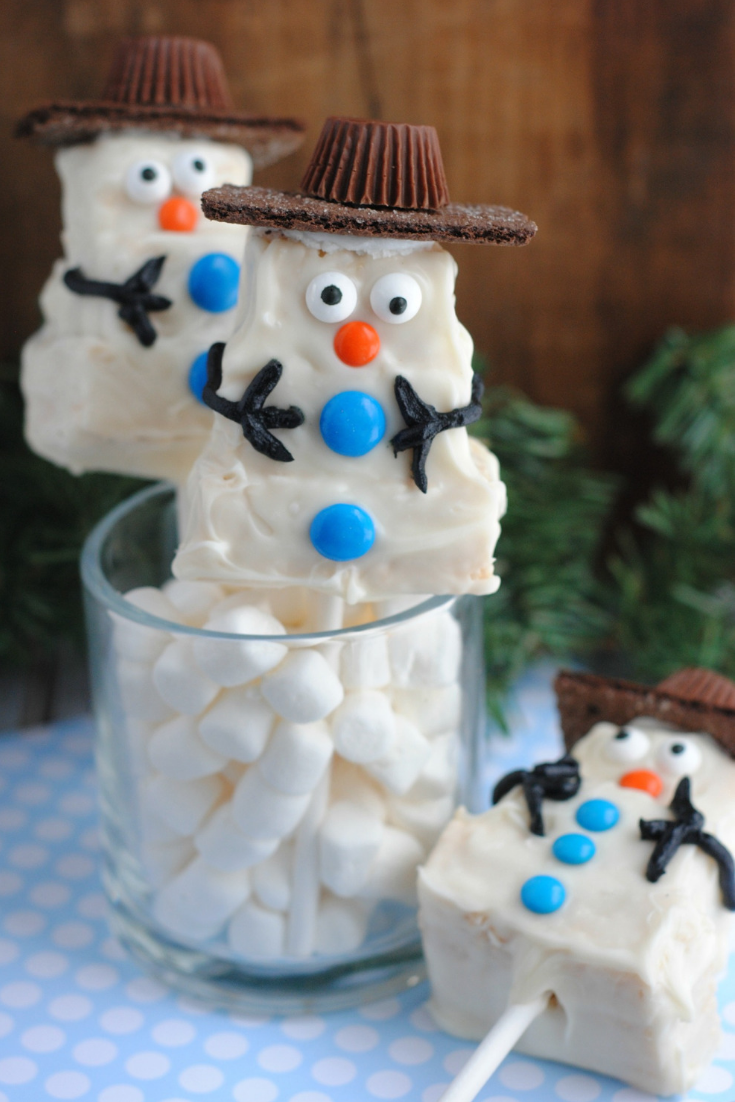 Rice Krispie Treat Holiday Snowman #snowman #christmastreat #ricekrispie #treat #baking