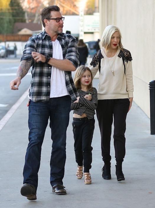 Exclusive... Tori & Dean Take Stella Shopping