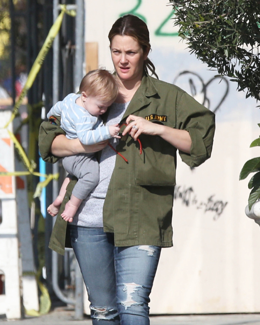 Exclusive... Drew Barrymore Takes Baby Frankie Shopping