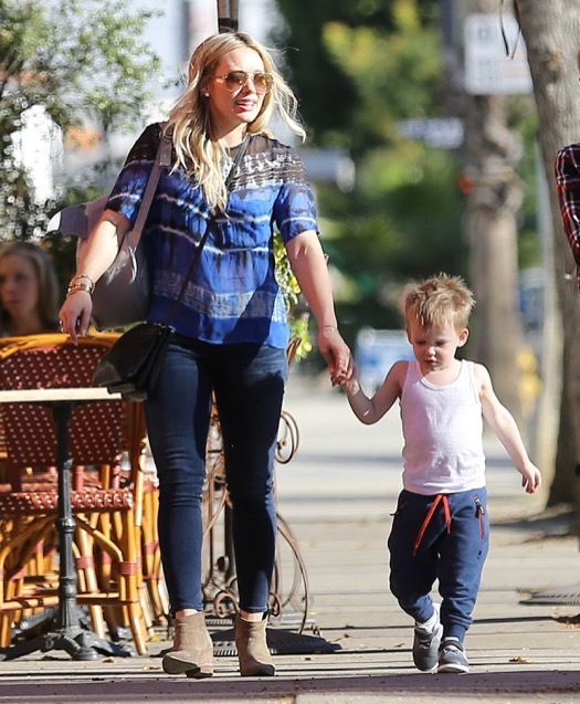 Hilary Duff & Luca Meet Some Friends For Lunch