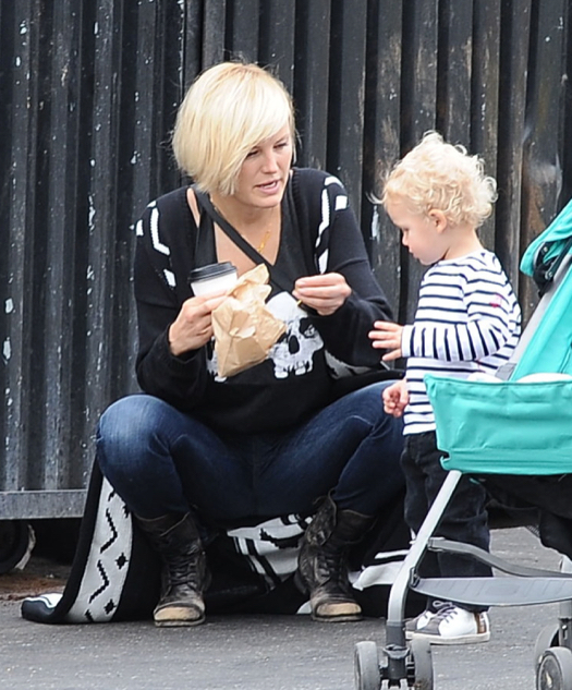 Malin Akerman & Sebastian Feed The Birds
