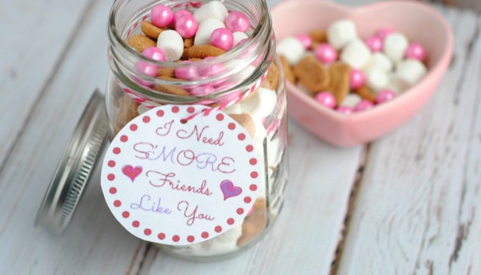 Fun DIY Gift for Valentine's Day: S'more Valentine Jar