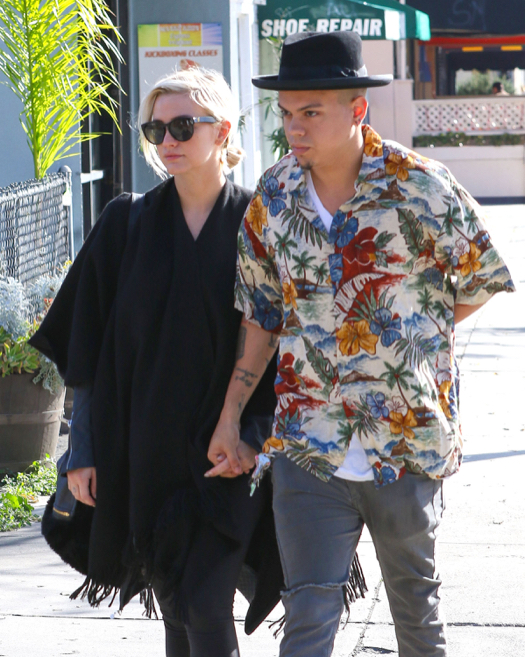 Pregnant Ashlee Simpson & Evan Ross Catch Monday Breakfast