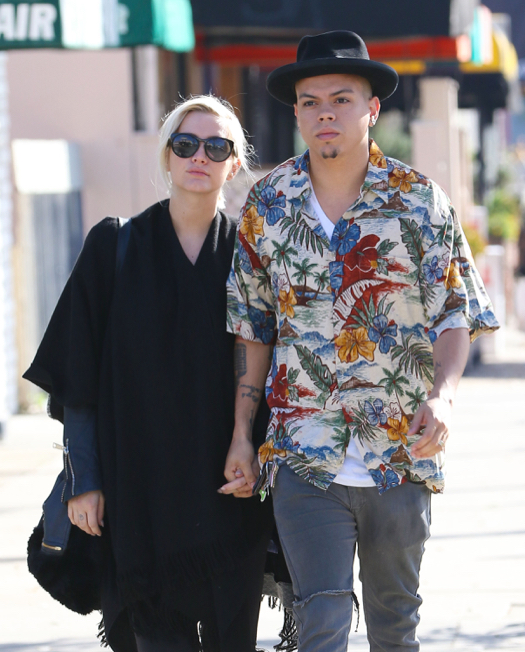 Pregnant Ashlee Simpson & Evan Ross Go Out To Breakfast