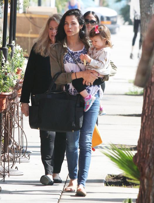 Jenna Dewan-Tatum Enjoys a Girl's Day Out