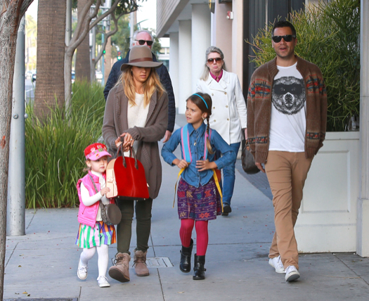 Semi-Exclusive... Jessica Alba & Family Go To Brunch