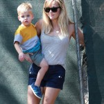 Reese Witherspoon Checks Out her New Home