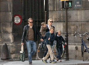 Cate Blanchett Amp Family Go Sight Seeing In Paris Celeb