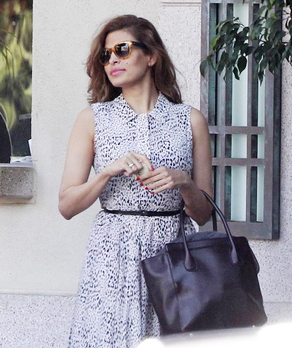 Semi-Exclusive… Eva Mendes Visits The Four Seasons Hotel