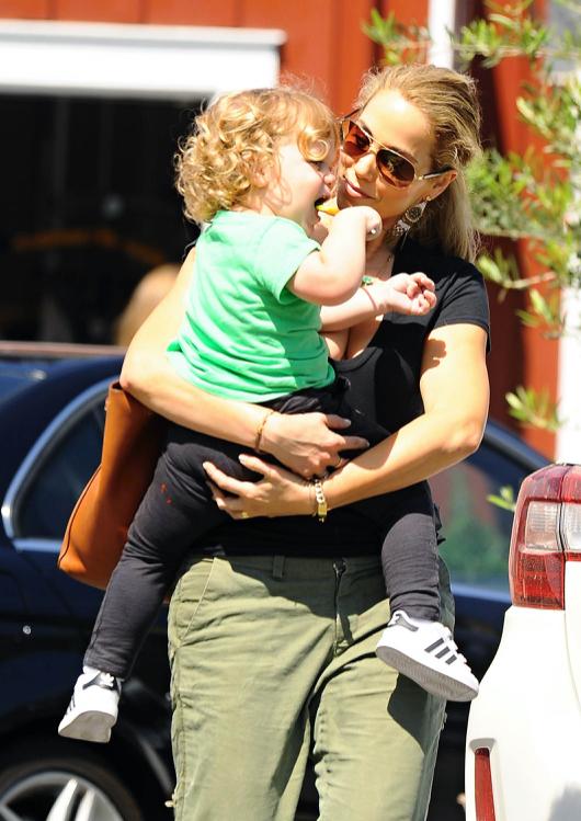 Elizabeth Berkley Lunches With Her Son