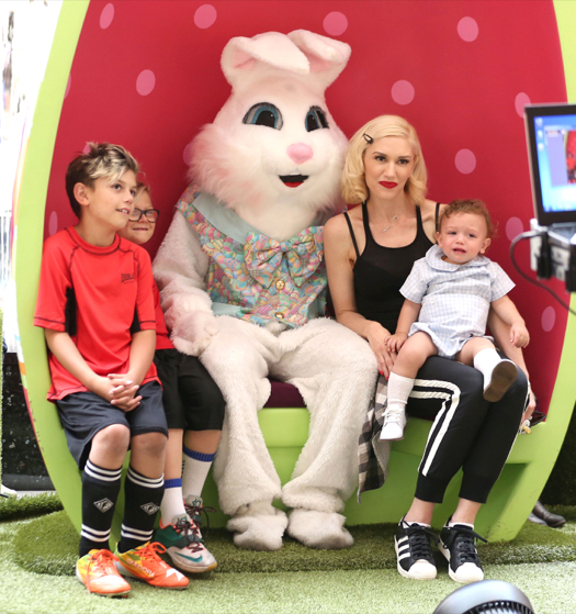 Gwen Stefani Visits the Easter Bunny