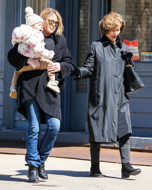 Laura Bush Out With Her Daughter & Granddaughter
