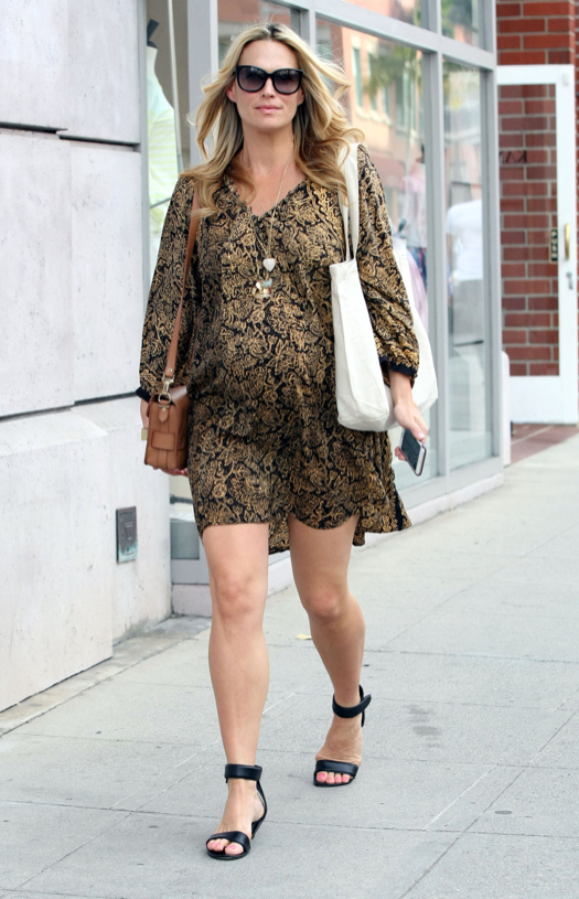 Pregnant Molly Sims Stops By A Hair Salon In Beverly Hills