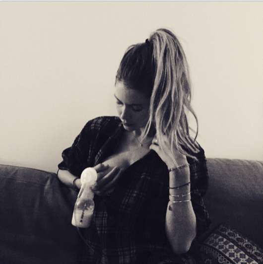 Doutzen-Kroes-breastfeeding1