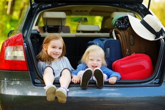 7 Ways to Keep Younger Kids Occupied While Traveling