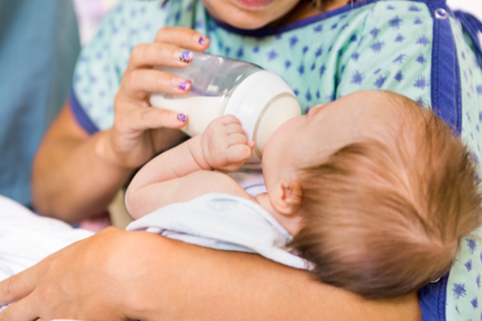 10 Formula Feeding Tips for New Moms