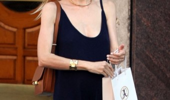 Pregnant Jaime King Stops By The Anastasia Salon