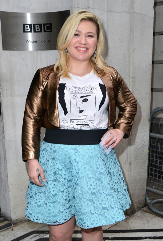 Kelly Clarkson Makes A Poor Fashion Choice At The BBC