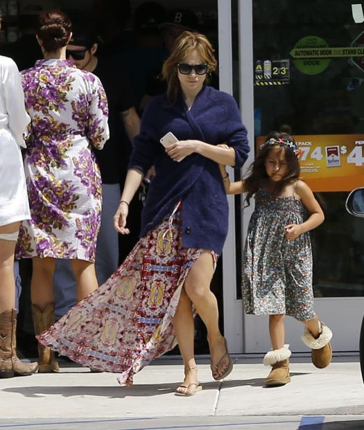 Jennifer Lopez & Casper Smart Head on Easter Vacation