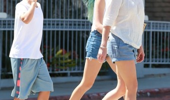 Reese Witherspoon Lunches With her Children