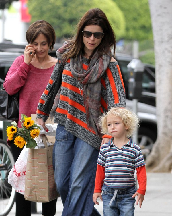 Neve Campbell Takes Caspian To The Farmer's Market