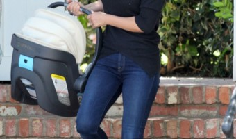 Ali Larter And Daughter At A Baby Class