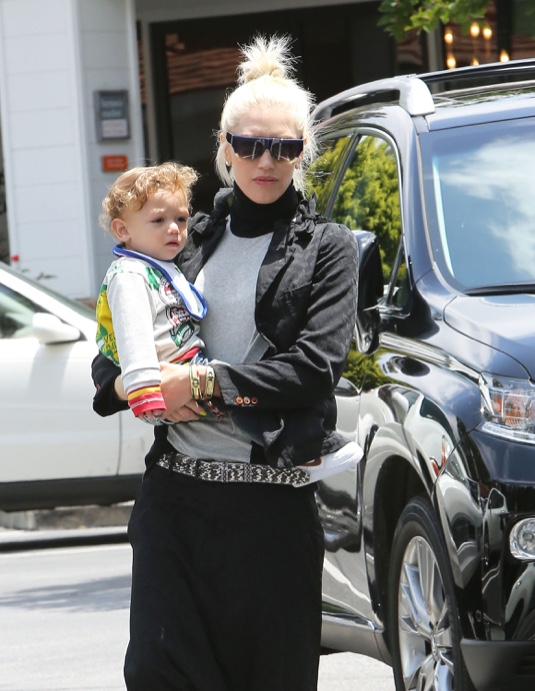 Exclusive... Gwen Stefani Lunches With Her Family