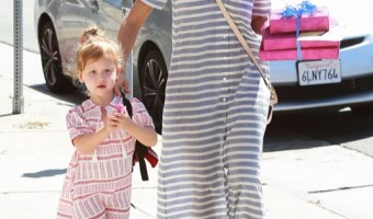 Jessica Alba Takes Her Daughter To A Birthday Party