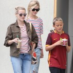 Reese Witherspoon Makes a Coffee Run
