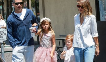 Exclusive... Jessica Alba Lunches At Chipotle With Her Family