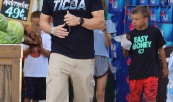 Mark Wahlberg Stops By Bristol Farms With His Children