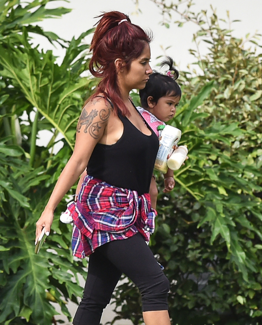 Exclusive... Nicole 'Snooki' Polizzi Vacations With Her Family In Florida