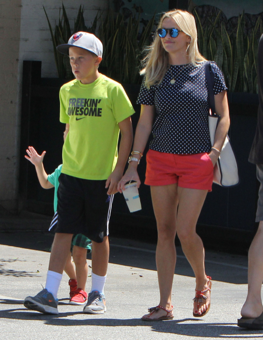 Reese Witherspoon Takes Her Boys Out For Lunch