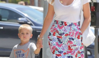 Reese Witherspoon Takes Her Son Shopping