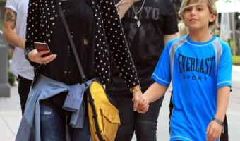 Gwen Stefani Has a Saturday Shopping Day