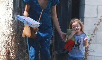 Exclusive... Jenna Dewan Takes Everly To The Coop