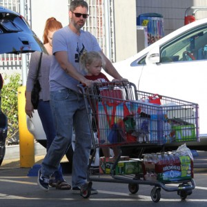 Amy Adams & Family Grocery Shopping At Smart & Final