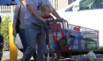 Amy Adams & Family Go Grocery Shopping