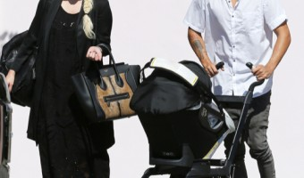 Exclusive... Ashlee Simpson & Evan Ross Head To Lunch With Baby Jagger