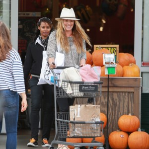 Cat Deeley Shops At Bristol Farms In Los Angeles