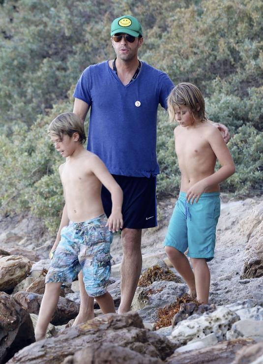 Chris Martin Soaks Up The Malibu Sun With Moses Celeb