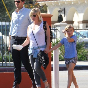 Jennie Garth & Dave Abrams Take Her Daughter Out For Lunch