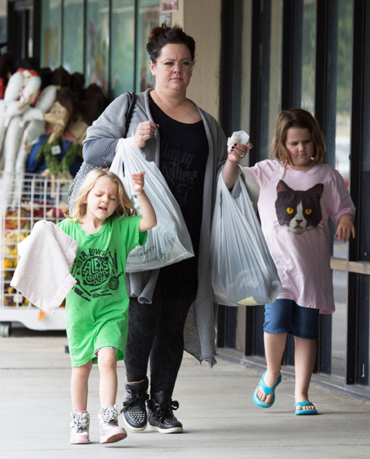 Melissa mccarthy was photographed stopping by jo ann fabrics to pick