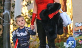 Reese Witherspoon & Family Out Trick Or Treating