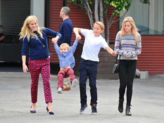 Reese Witherspoon Enjoys a Sunday Family Day | Celeb Baby ... Jake Gyllenhaal Instagram