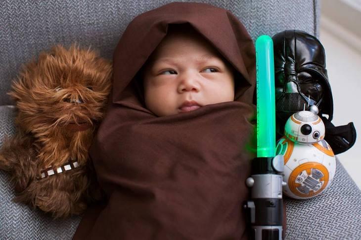 Mark Zuckerberg's Daughter, Max, Dressed As Obi-Wan Kenobi (PHOTO)