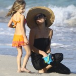 Bethenny Frankel & Bryn Enjoy Holiday Vacation in Miami Beach