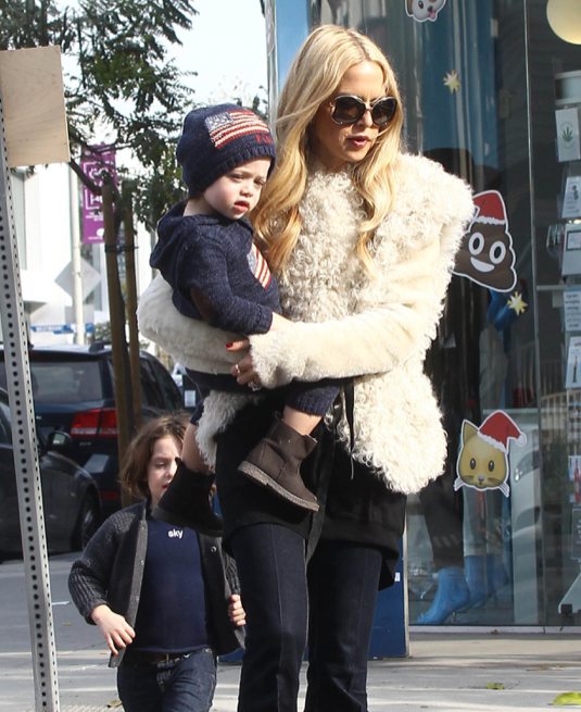 Rachel Zoe Goes Shopping With Her Family