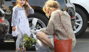 Sienna Miller At The Farmer's Market With Her Daughter