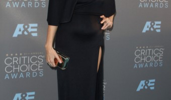 Pregnant Liv Tyler Stuns at the 21st Annual Critics' Choice Awards